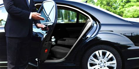 Lyft Courts Uber's High-End Clientele With Black Car