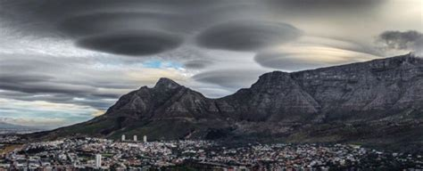 These Spectacular Clouds Over Cape Town Aren't UFOs, But