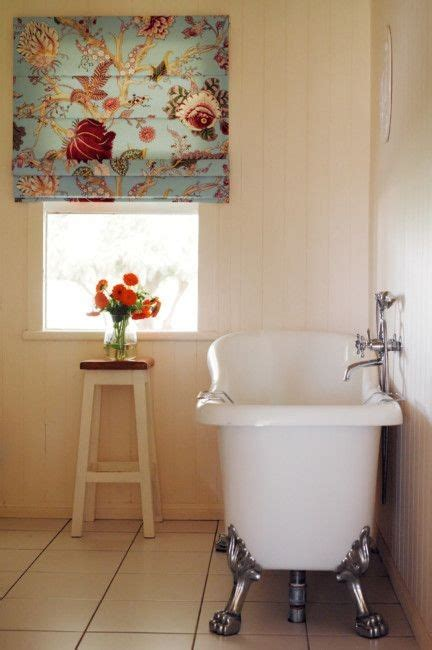 23 Bathrooms with Roman Shades - MessageNote